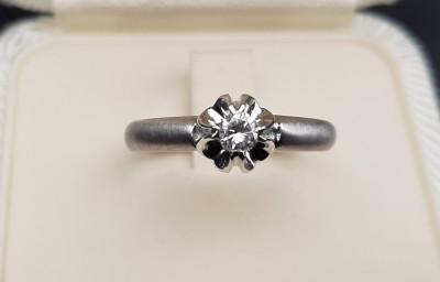 Prsten sa briljantom