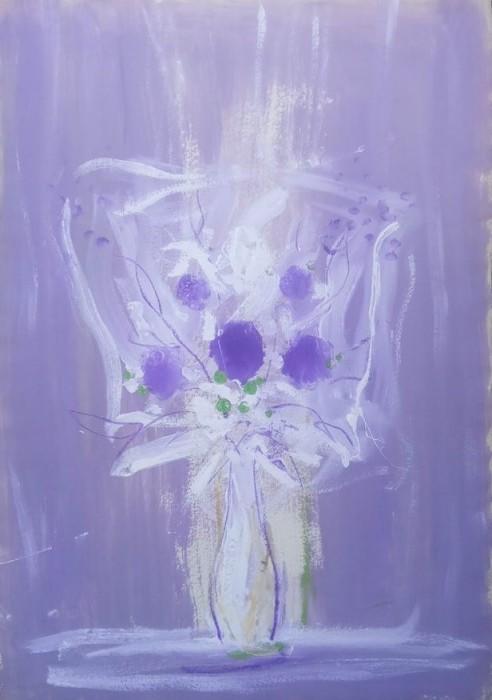 Ljubičasto bijela cvijetna kompozicija