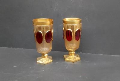 Kristalne pozlačene čaše